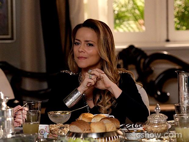 Shirley acha que Laerte pode estar começando a se interessar por Luiza (Foto: Fábio Rocha / TV Globo)
