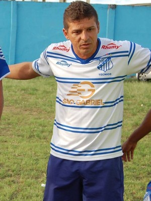 Ex-auxiliar técnico, Kácio Mendes agora é o novo técnico do São Mateus (Foto: Divulgação/A.A São Mateus)