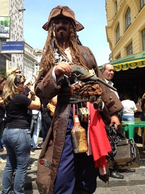 Jack Sparrow também esteve na Câmara (Foto: Mariucha Machado/G1)