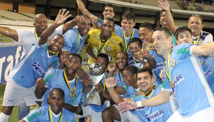 Macaé comemora o título da Série C (Foto: Tiago Ferreira)