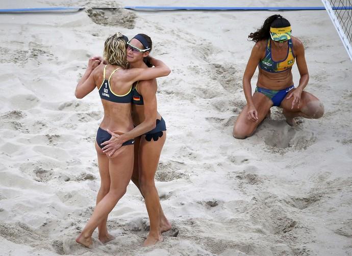 Kira Walkenhorst e Laura Ludwig Larissa e Talita (Foto: Reuters)