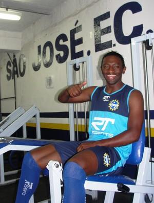Jonílson se apresenta ao São José (Foto: Arthur Costa/ Globoesporte.com)