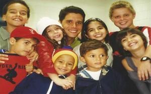Marcio Garcia e o elenco infantil