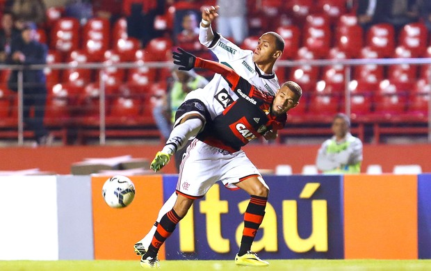 Paulinho Flamengo e Figueirense (Foto: Getty Images)