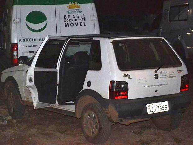 Sem ambulância, criança foi transportada em automóvel de passeio (Foto: Wagner Medeiros)