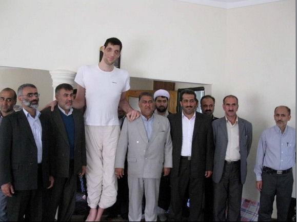 Mehrzad é o maior homem do Irã (Foto: Reprodução)