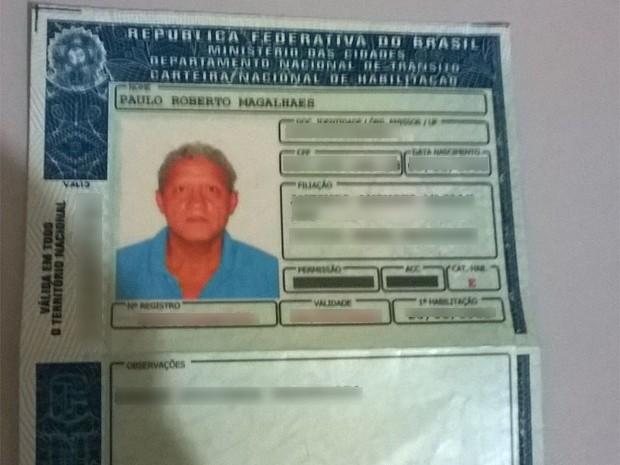 Documento do vereador de Pirangi (SP), Paulo Roberto Magalhães, foi deixado com os policiais (Foto: Divulgação/Polícia Militar)