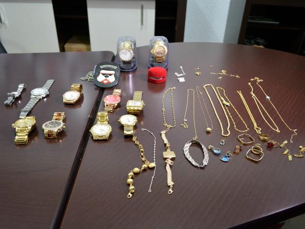 cb6fb7010a1 Polícia acredita que joias e relógios seriam levados para Porto Velho  (Foto  Franciele do