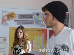 Sofia irada com o poema de Sidney (Foto: Malhação / TV Globo)