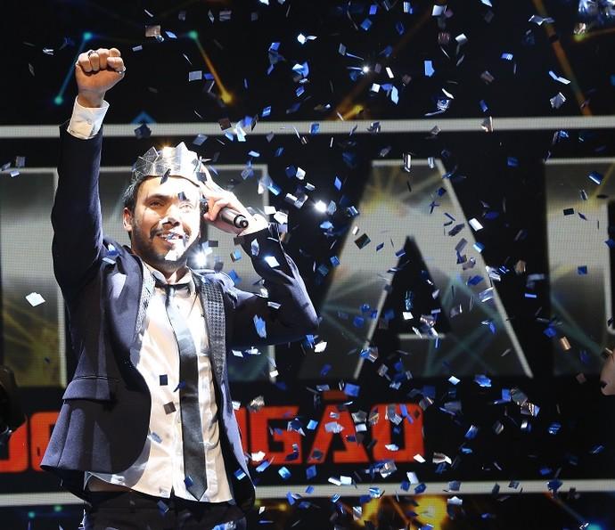 Filipe Labre comemora o prêmio de R$ 150 mil (Foto: Carol Caminha/Gshow)