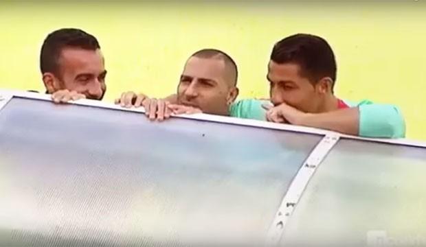 Cristiano Ronaldo e companheiros de seleção passando cantadas em jornalistas (Foto: Reprodução)