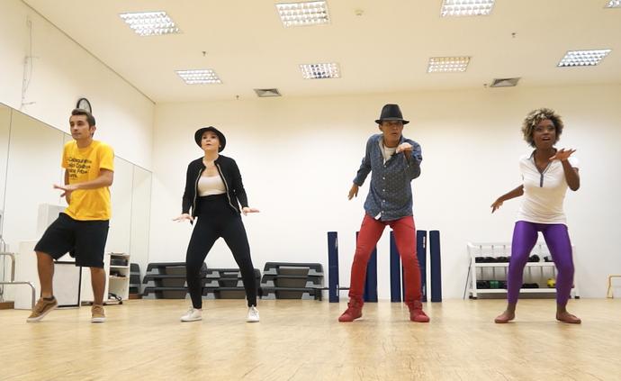 Equipe do 'Zapp' ensaia para dançar músicas de Michael Jackson (Foto: Rede Amazônica)