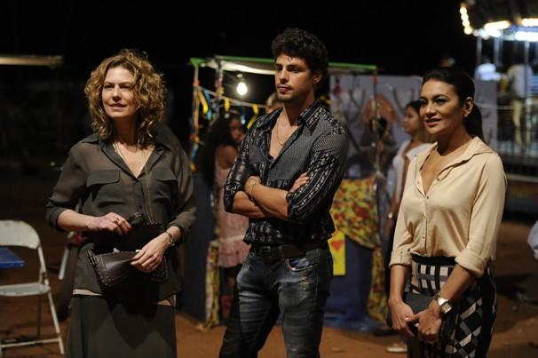 Cauã Reymond, Patrícia Pillar e Dira Paes nos bastidores das gravações de Amores Roubados (Foto: Estevam Avellar/Globo)
