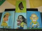 Em Caxias, jovens de projeto social pintam caricaturas de jogadores