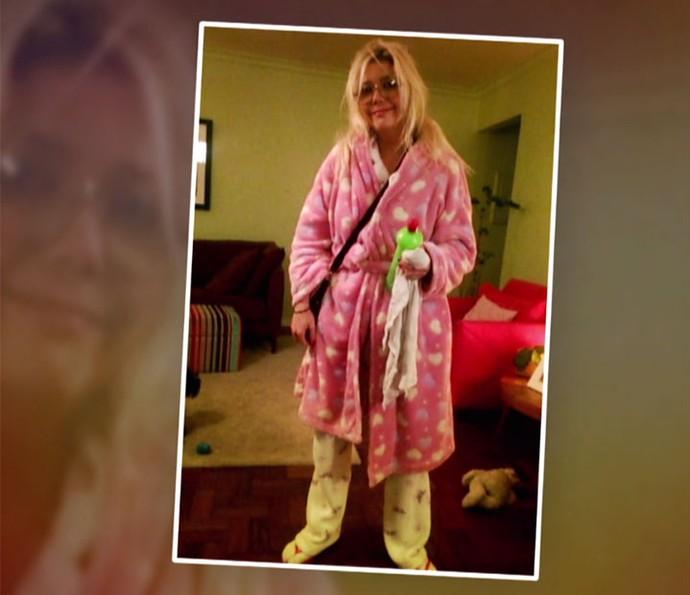 Luiza Possi ousa na hora de sair de pijama para passear com seus cãezinhos (Foto: Globo)
