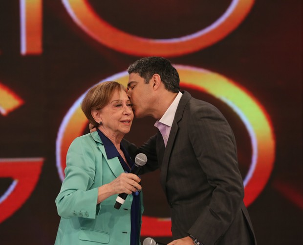 William Bonner e Fernanda Montenegro no palco do Domingão (Foto: Carol Caminha / Gshow)