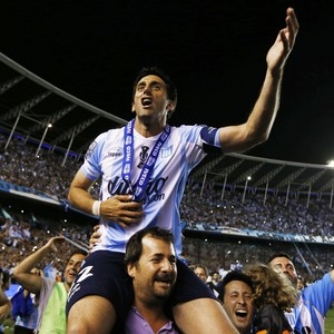 Diego Milito comemora título do Racing (Foto: Reuters)