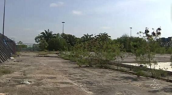Lojistas querem reconstrução do shoppin Cecomiz, em Manaus (Foto: Amazônia TV)
