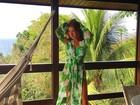 Marina Ruy Barbosa deixa pernas à mostra com vestido de fenda