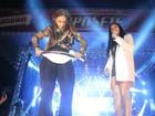 Fãs de Simone e Simaria arremessam cuecas no palco de show da dupla