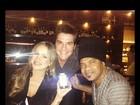 Claudia Leitte janta com Daniel e Carlinhos Brown