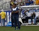 Mano Menezes minimiza ausência no banco e elogia o auxiliar Sidnei Lobo