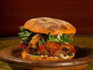 Burger preparado pelo La Dolina (Foto: Hélio Filho)
