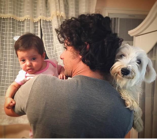Jesus Luz com filha e cachorro (Foto: Reprodução)