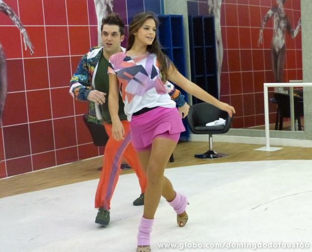 Bruna Marquezine desfila na pista de dança!  (Foto: Domingão do Faustão/TV Globo)