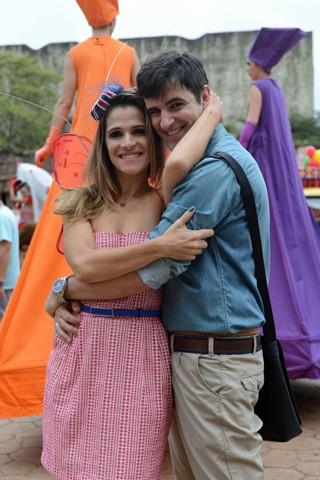 A secretária da agência, Tina (Ingrid Guimarães), se desequilibra emocionalmente com a não-realização do seu casamento com Vitinho (Rodrigo Lopez) (Foto: Zé Paulo Cardeal/Globo)