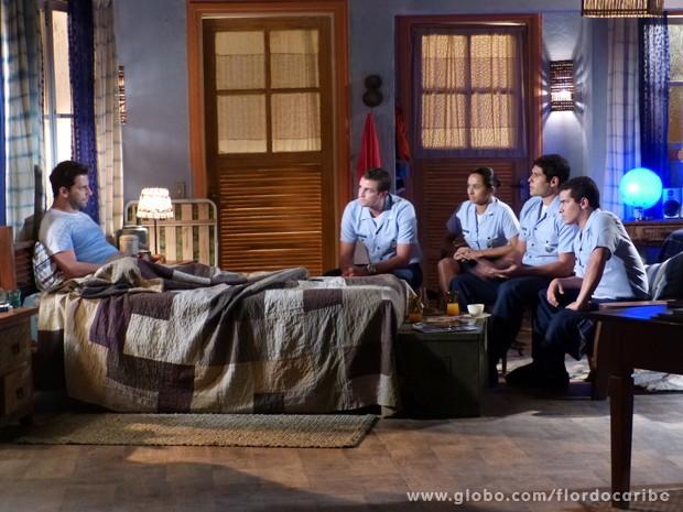 Cassiano explica para os tenentes como eles resgatarão Dom Rafael e sua familia (Foto: Flor do Caribe\TV Globo)