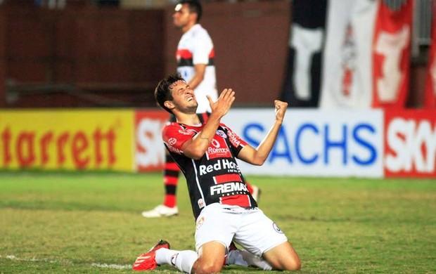 Edu Joinville x Atlético-GO (Foto: Divulgação/Joinville)