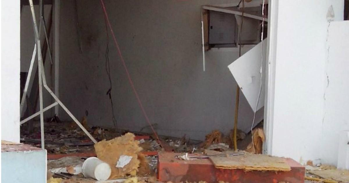 Quadrilha explode caixas automáticos de agências bancárias em ... - Globo.com