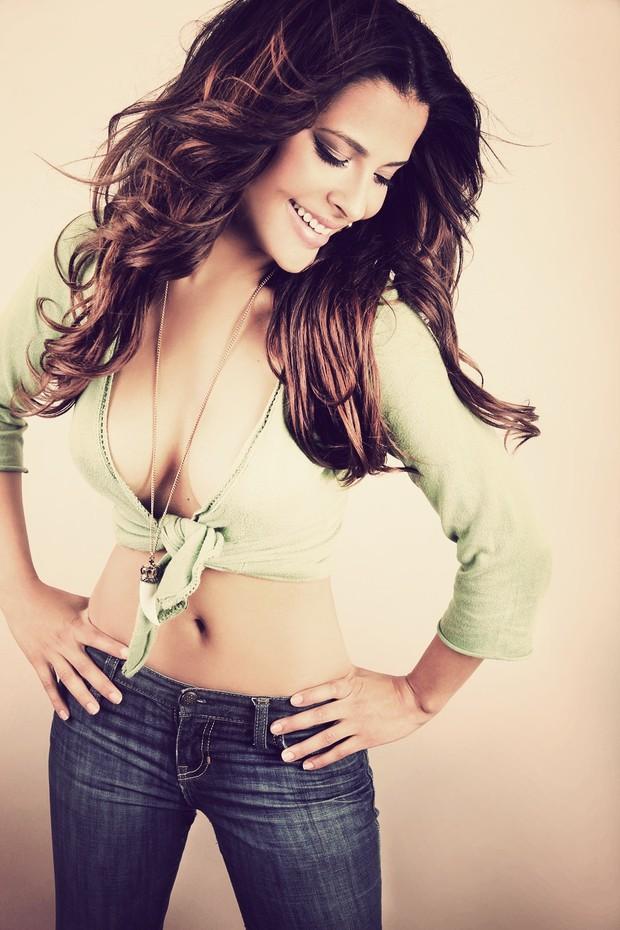 Sexy, atriz Gyselle Soares faz fotos para campanha (Foto: Divugação / Jana Hernette)