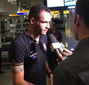 Renato Augusto desembarque Corinthians (Foto: Sarah Bueno)