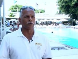 Joel Fonseca é salva-vidas no Copacabana Palace (Foto: Reprodução / G1)