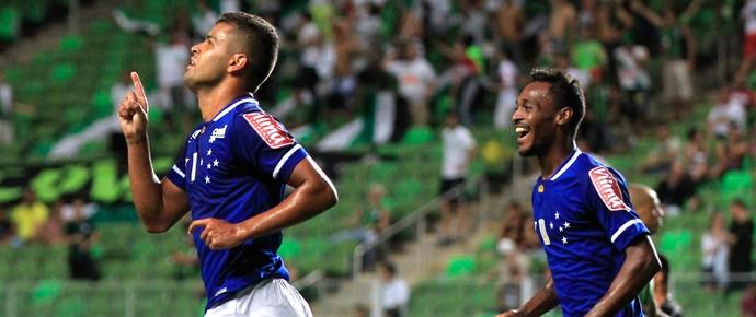 América-MG x Cruzeiro - Alisson comemora gol (Foto: Daniel Teobaldo / Agência Estado)