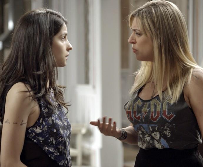 Úrsula fica chocada ao descobrir que Duda foi para a cama com seu irmão (Foto: TV Globo)
