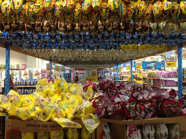 A pouco menos de um mês da Páscoa, lojas do DF já estão repeltas de ovos de chocolate. (Foto: Heloisa Fávaro/G1)