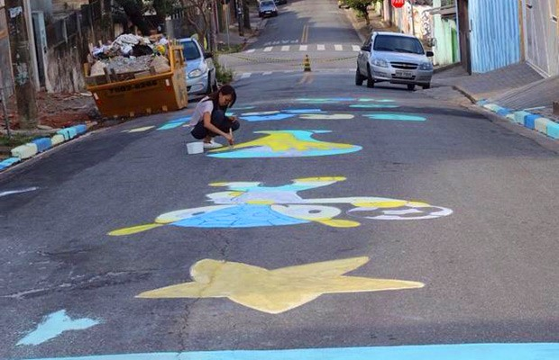 Rua de Santo André (SP) ganha as cores e mascotes da Copa (Foto: Arquivo Pessoal)