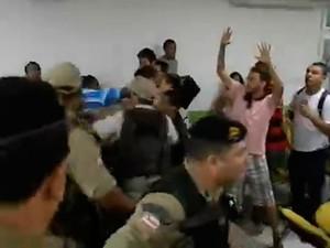 Confusão na Câmara Municipal de Ilhéus, no sul da Bahia (Foto: Fábio Bomfim/Ilheus24h.com.br)