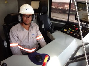 Dimas Fernandes Maciel foi um dos sete escolhidos para operar a esmerilhadeira (Foto: Ricardo Welbert/G1)