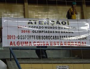 Torcida LSB protesto (Foto: Marcus Vinícius Souza)