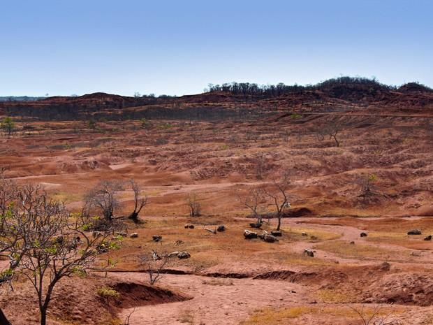 Voçorocas fazem parte da paisagem em Gilbués e podem se estender por quilômetros (Foto: Pedro Santiago/G1)