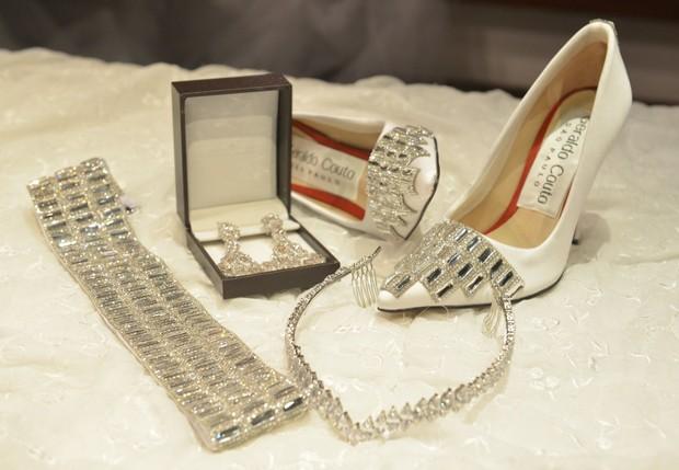 Sapato e joias que serão usados por Moranguinho (Foto: Fábio Cordeiro/AgNews)