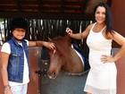 Veja mais fotos de Mônica Carvalho com a filha durante visita a hípica em São Paulo