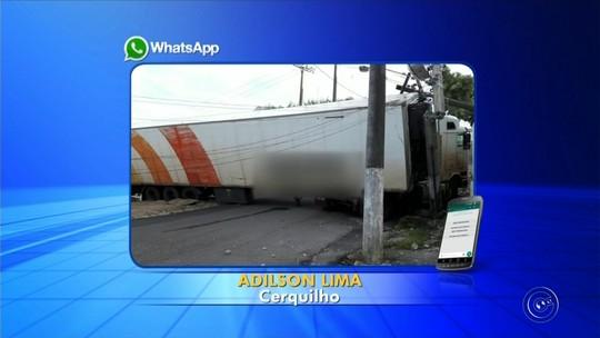 Caminhão bate em poste e deixa moradores sem energia elétrica