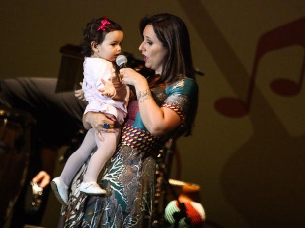 Laura com a mãe Mariana Belém (Foto: Manuela Scarpa/ Foto Rio News)