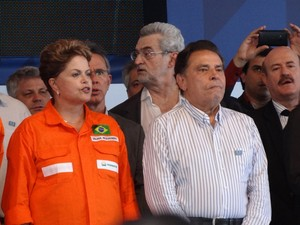 A presidente Dilma Rousseff e João Lyra Neto, governador de Pernambuco (Foto: Katherine Coutinho / G1)