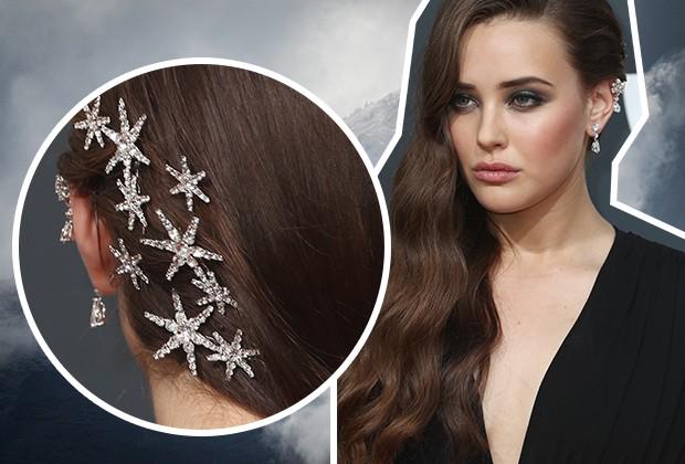 O penteado de Katherine Langford com presilhas de estrelas foi um dos mais comentados do Globo de Ouro (Foto: Getty Images)